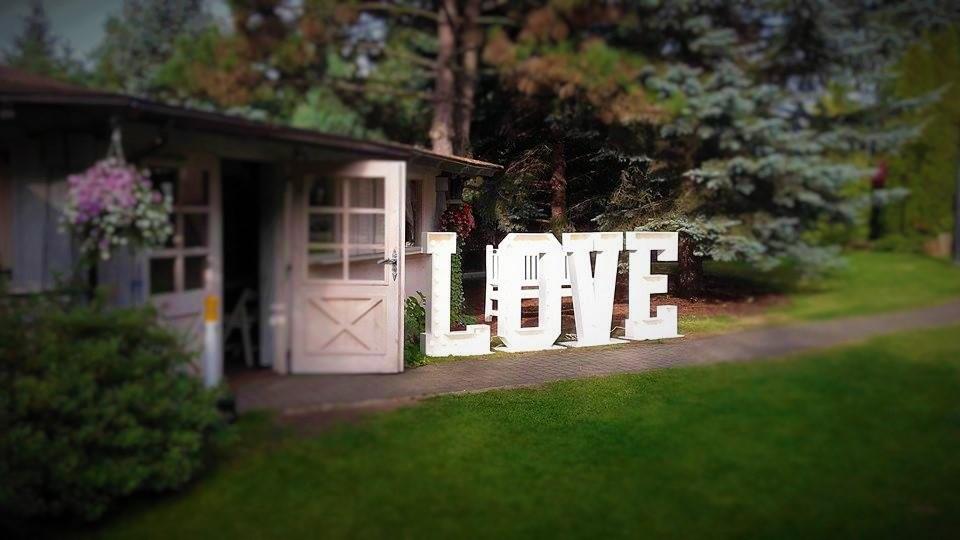 podswietlany-napis-love-i-fotobudka